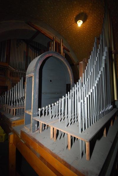 Orgel innen vor